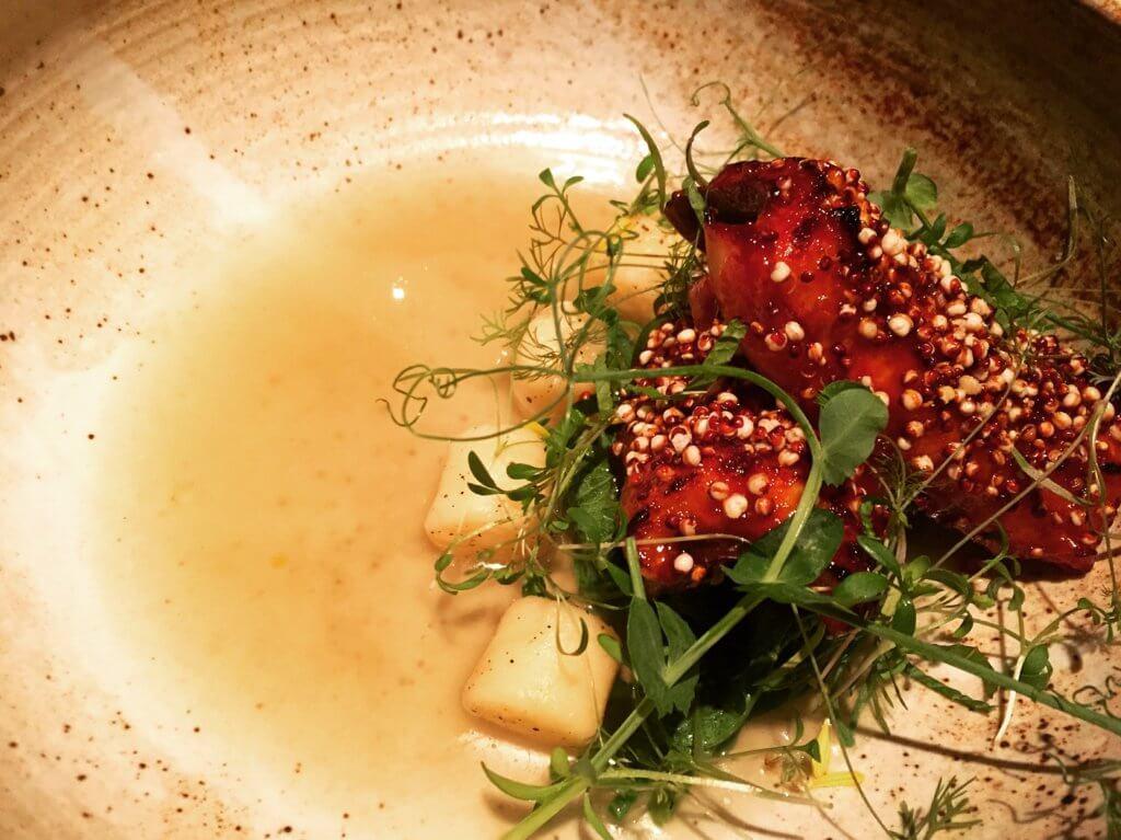 Longtail鰻魚與韓式辣醬。(圖/吐司客拍攝)