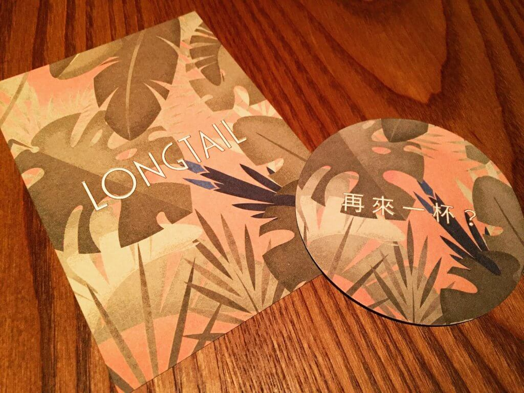 Longtail可愛的明信片與杯墊。(圖/吐司客拍攝)