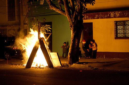 瓜地馬拉燒魔節(攝影/Surizar_flickr. C.C.License)https://flic.kr/p/5HbeDL
