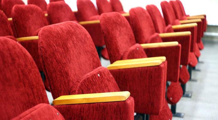 為什麼電影院的椅子都是紅色的