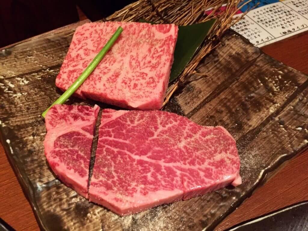 心齋橋燒肉一丁牛排兩種拼盤。(圖/吐司客拍攝)
