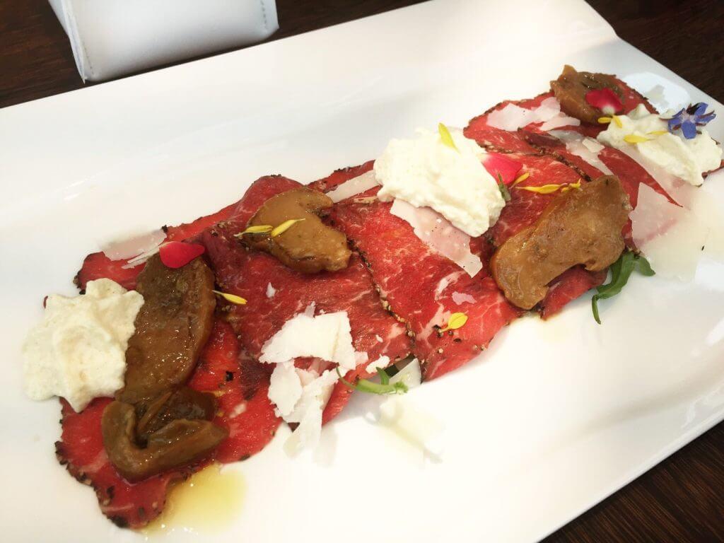 IL MERCATO生牛肉薄片沙拉。(圖/吐司客拍攝)