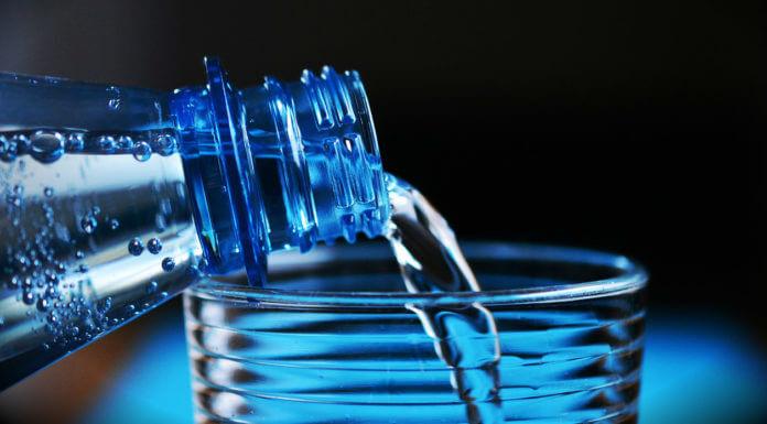 「逆滲、電解水、鈣離子水,通通不是人喝的」是真的嗎?我們一次通通講清楚!(圖片來源:https://pixabay.com)