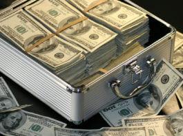 先匯錢給你,事後地下錢莊來催討?網友說這是新的詐騙手法,你信了嗎?(圖片來源:https://pixabay.com)