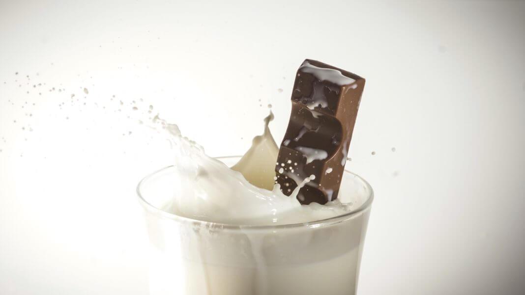 牛奶和巧克力不能一起吃純屬謠言一則。(圖片來源:https://pixabay.com)