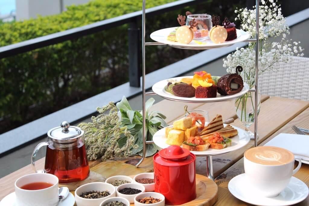 華泰瑞苑池畔浪漫雙人下午茶。(圖片來源:華泰大飯店集團提供)