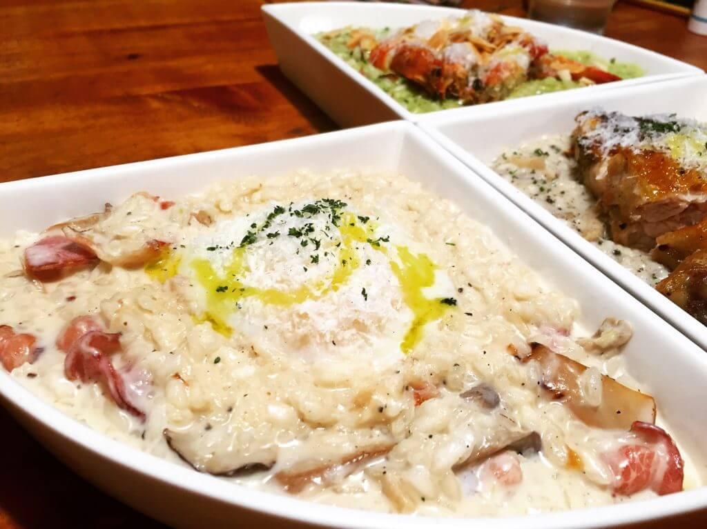 吃義燉飯-水波蛋培根奶油野菇燉飯。(圖/吐司客拍攝)