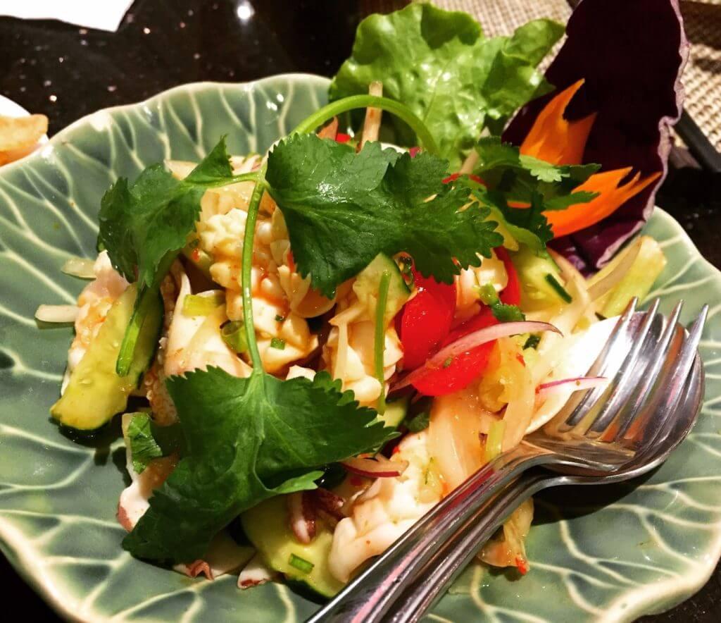 暹廚泰式料理餐廳酸辣拌花枝。(圖/吐司客拍攝)