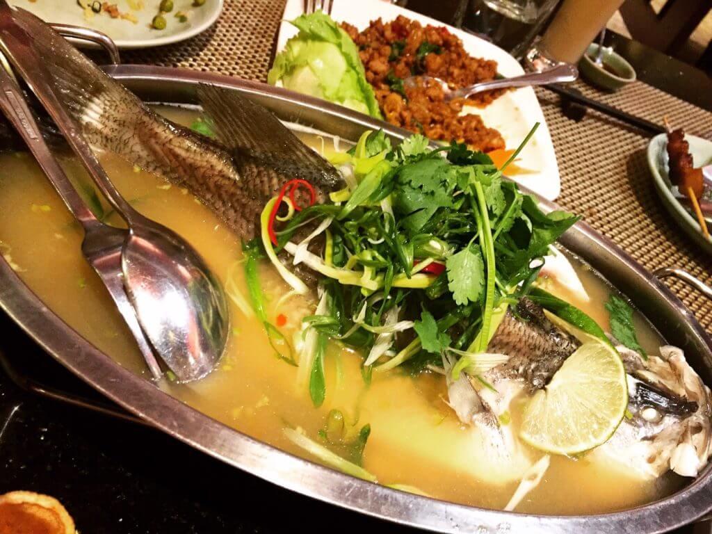 暹廚泰式料理餐廳清蒸檸檬鱸魚。(圖/吐司客拍攝)