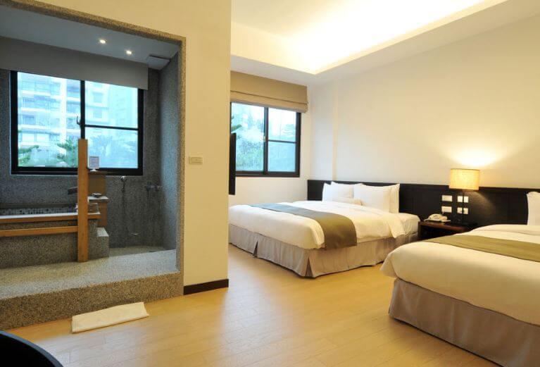陽明山出霧溫泉飯店( source by hotels)