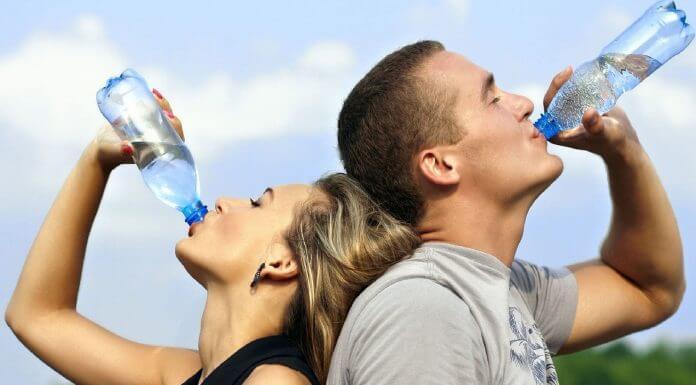 這次的流感很嚴重,有預防的方式就是要 保持喉嚨黏膜的濕潤 ?那你把流感疫苗放哪邊?(圖片來源:https://pixabay.com)