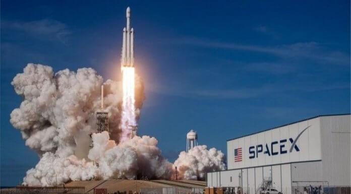 美國太空探索科技公司SpaceX 發射獵鷹重型火箭,400隻狗狗全數暴斃?國外假新聞騙倒一堆人呀。(圖/翻攝自SpaceX推特)