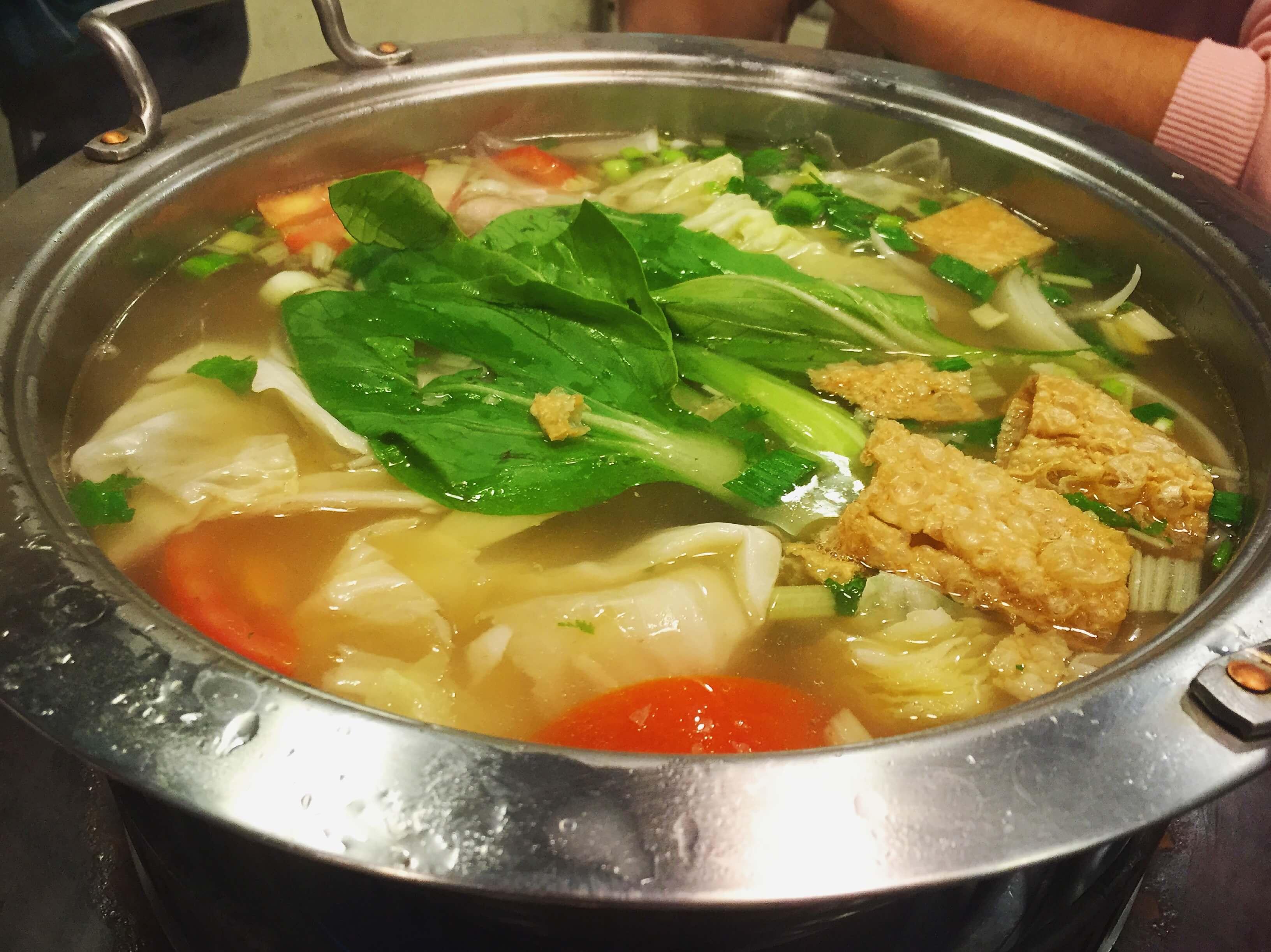 涮牛肉鍋清湯鍋底。(圖/吐司客拍攝)