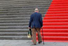 美研究:65歲以上老人跌倒 超過51%與爬樓梯相關 ,每年導致2萬人死亡?這到底是哪來的研究數據?(圖片來源:https://pixabay.com)