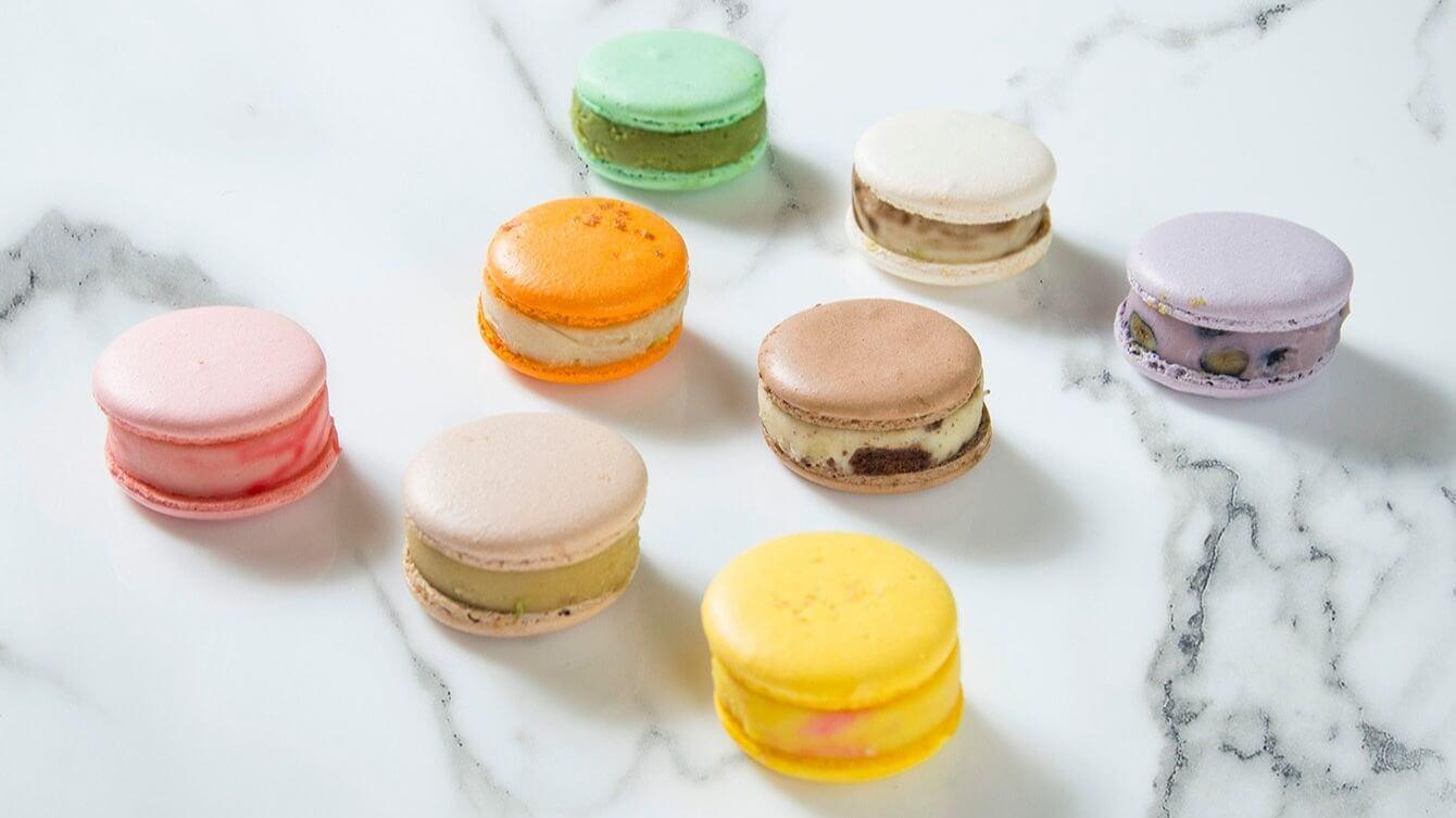 結合法式馬卡龍與哈根大使冰淇淋的「小紅帽馬卡龍」系列,八種口味單顆售價90元! (圖/台南晶英酒店提供)