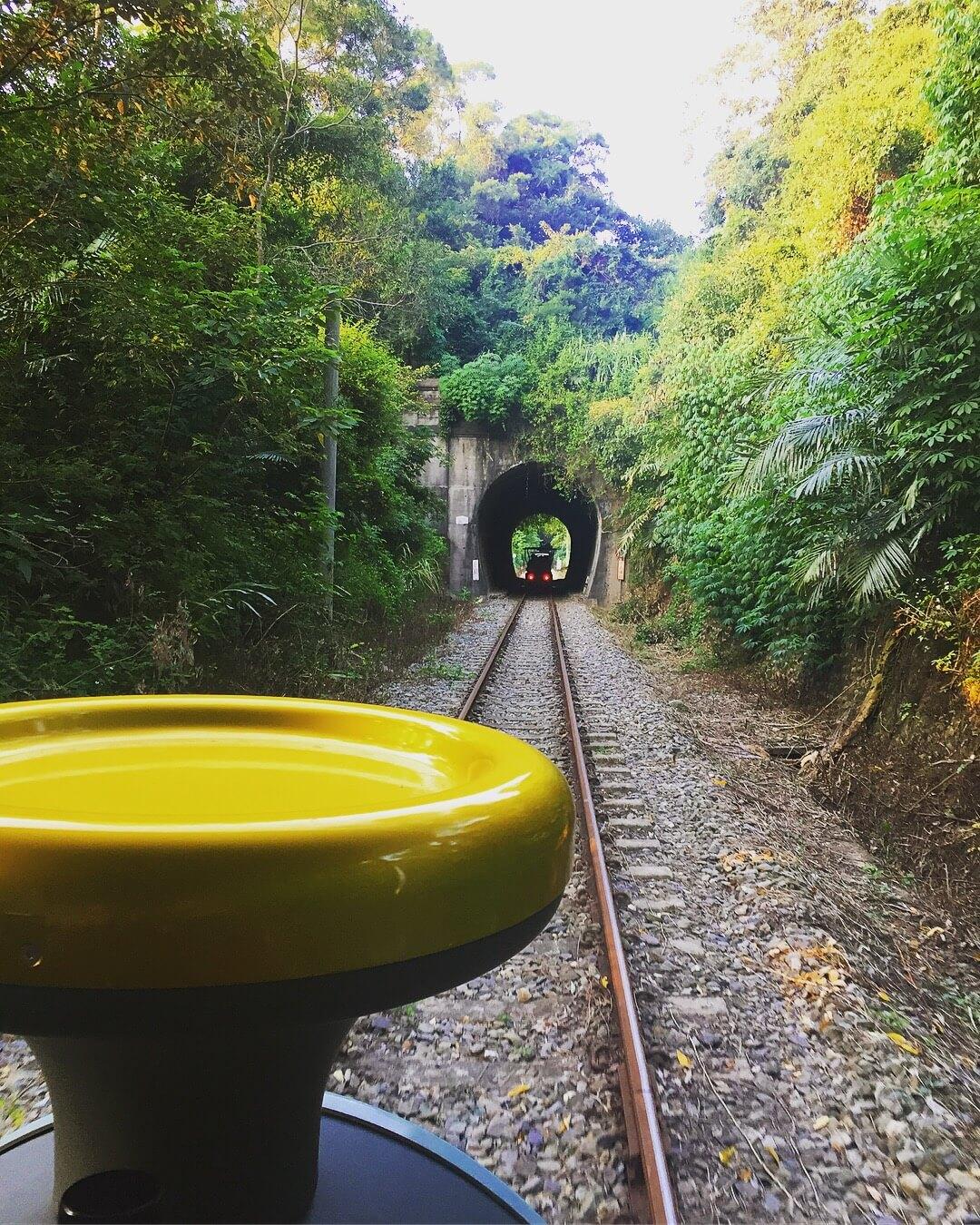 彷彿要進入電影《神隱少女》裡的隧道一般。(圖/吐司客拍攝)