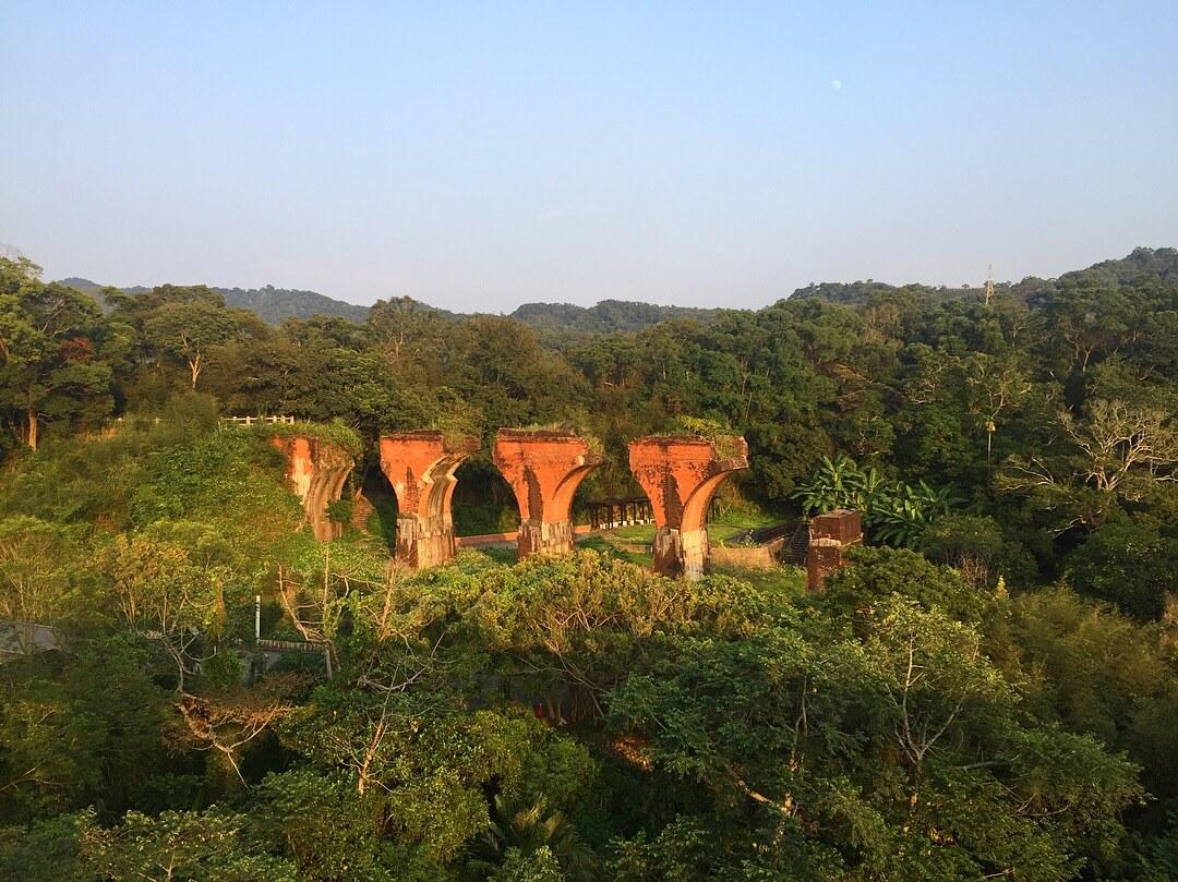 從魚藤坪鐵橋上遠眺龍騰斷橋。(圖/吐司客拍攝)