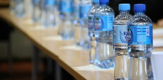 瓶裝水含塑膠微粒