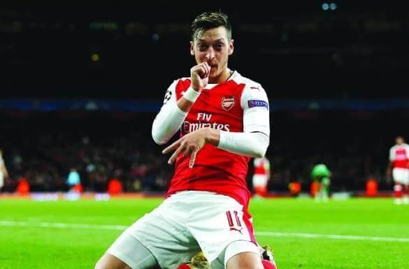 足球明星梅蘇特.厄齊爾進球後的慶祝手勢。