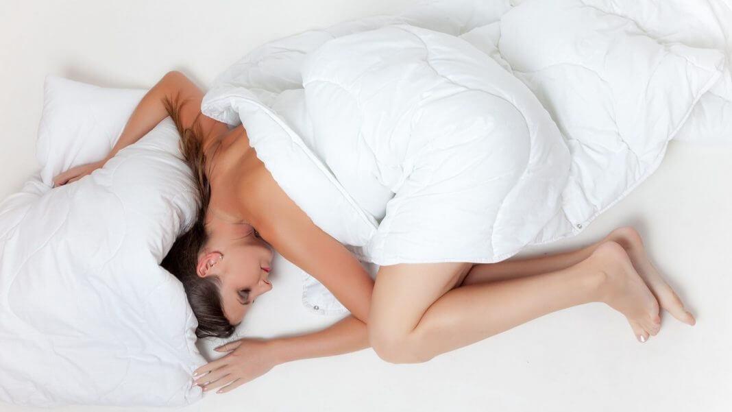 往左側睡 比往右側睡好?選錯邊睡就會少活10年?沒有那麼誇張啦!(圖片來源:https://pixabay.com)