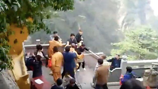 九華山群毆影片是在2010年發生的事件。