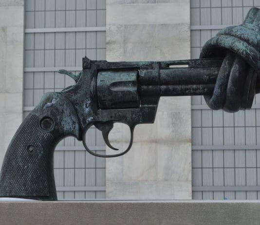 反送中事件常提到的「 把槍口抬高一厘米的權利 」故事,其實不是真的?!(圖片來源:https://pixabay.com)