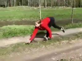網傳 像馬一般跑跳的外國女孩 有脊椎疾病,好勵志?人家好好的沒事啦!